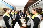 DHMİ Genel Müdürü Sayın Funda OCAK DHMİ Spor Kulubü Küçük Kızlar Voleybol Takımını Makamında Kabul Etti.